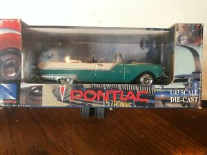 1/43 NEW RAY 1955 PONTIAC CONVERTIBLE GREEN AND WHITE