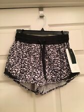 Lululemon Hotty Hot Short Long NWT Sz 4 IBWB/BLK Ice Breaker White Black Color