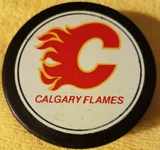 CALGARY FLAMES   NHL HOCKEY PUCK  VINTAGE VICEROY MADE IN CANADA OLD GEM!