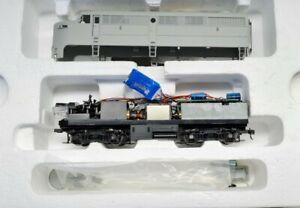 HO Life-Like Proto 2000 #23474 UNDECORATED locomotive A&B unit