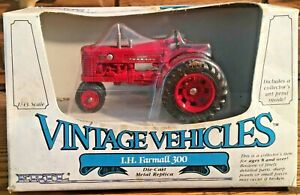 1/43 International Farmall 300 MIB