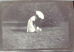 Une demoiselle et son chien Vintage silver print Tirage argentique  6x8  C