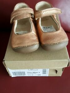 clarks baby girl shoes size 3.5