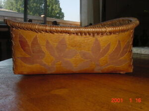 OLD 19TH CENTURY CREE INDIAN BIRCHBARK BASKET WITH LEAF DESIGN