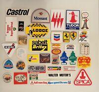 Lotto di 37 ADESIVI anni 70 / 80 sport Formula 1 Ferrari Castrol Rally Motori