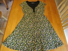 JONES WEAR WOMEN'S GREEN FLORAL DRESS. SIZE 8 STRETCHY.  PREOWNED.