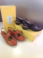 lot 2 WOMENS SOFTSPOTS PILLOWTOP MARY JANE HEEL(s) SHOES size 10 black peach EUC