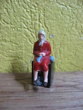 1/43  40mm STARLUX VIEILLE FEMME ASSISE TRICOTANT
