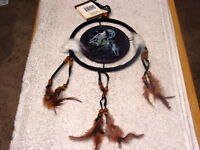 DREAMCATCHER INDIAN WITH PICTURE OF WOLVES WOLF HOWLING AT THE MOON (KIN) SMALL