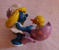 EASTER SMURFETTE PVC Figure Figurine SCHLEICH 1984 Peyo SMURF Chick Egg   52c1