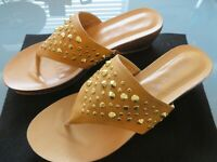 SANDALS BY CARIBBEAN JOE - ISLAND SUPPLY CO.  WOMENS SIZE 9M TAN WITH GOLD STUDS
