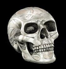 Totenkopf - Silberfarben matt mit Tribals - Gothic Totenschädel Halloween Deko