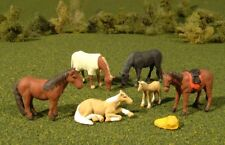 New Bachmann HO Scale Scenescapes Six Horses and Feed