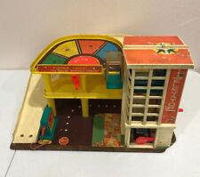 Vintage Fisher Price Garage #930A Little People Parking Ramp Service Station
