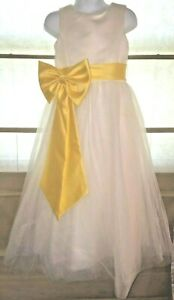 David's Bridal Flower Girl Junior Bridesmaid Gown Dress Size 5 Child W/ 2 Belts