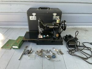 SINGER SEWING MACHINE 221-1 CAT 3-120 USA FEATHERWEIGHT PORTABLE  + Extras READ