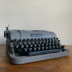 1952 Underwood Finger Flite Champion Typewriter. Portable With Case And Key.