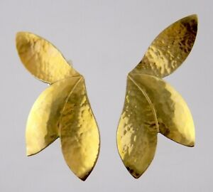 Hammered Yellow Gold Filled Metal Stud Earrings Flower Shape Studs 1.3 Grams