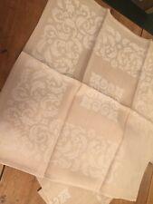 12 serviettes de table en Coton damassé, jamais utilisées. 38/36 cm