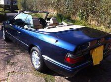 MERCEDES W124 EClass cabriolet noir couvercle en plastique étaient toit serrures en NEUF