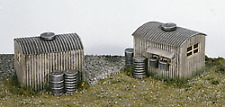 Wills SS22 Lamp Huts with Oil Drums (Pk2) Plastic Kit OO Gauge