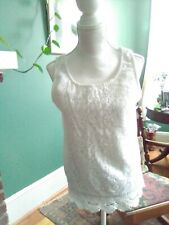 GUC Xhilaration Junior szL White Floral Cropped Round Neck Tank Top Lace Hem K24