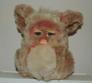 2005 Furby Red Velvet Blue Eyes Model 59294 Working