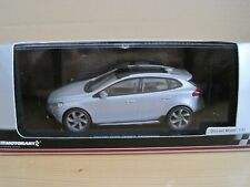 MOTORART VOLVO V40 CROSS COUNTRY in ELECTRIC SILVER 1:43 MODEL CAR