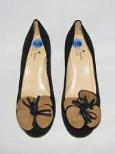 Kate Spade Blk Suede Contrasting Brwn Flower Accent Round Toe Mid-Heel Pump 6.5B
