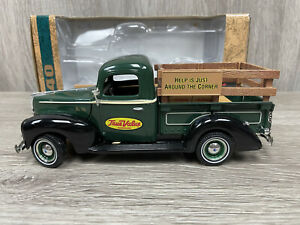 ERTL 1940 FORD PICKUP TRUE VALUE DIECAST COIN BANK  1/25 SCALE