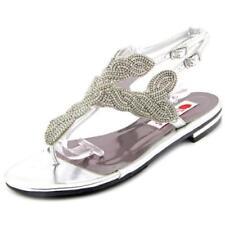 Sandalias y chanclas de mujer de tacón bajo (menos de 2,5 cm) de color principal plata sintético