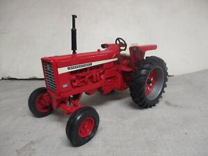 (1996) Ertl International Harvester 826 Diesel Toy Tractor, 1/16 Scale