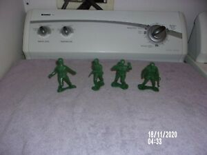 GREENBRIER LARGE GREEN ARMY MENT LOT OF 4 FIGURES