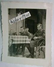 Foto mit LW - Soldaten beim Wein in Frankreich. (35)