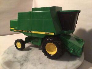 VINTAGE FARM TOY. JOHN DEERE COMBINE 9500.