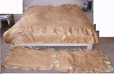 couvre-lit soyeux excellent état avec 2 taies -285 x 285 volant inclus