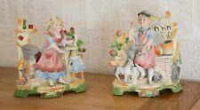 Groupe de 2 statuettes en porcelaine biscuit polychrome