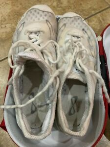 Nfinity Vengeance Womens Cheer Shoes size 7 with shoulder strap case bag