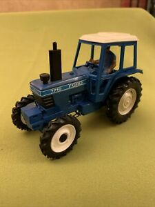 Britains farm Ford 7710 tractor Vintage 1/32 Model