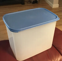 Vintage 2 Piece XL Rectangle  Tupperware Container 2170A-1 Made In USA Blue Lid