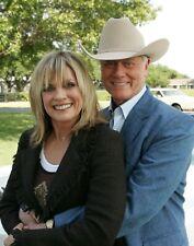 DALLAS - TV SHOW PHOTO #E-35 - LARRY HAGMAN + LINDA GRAY