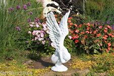 Statue d'ange, les ailes en l'air en pierre reconstituée, ton pierre blanche