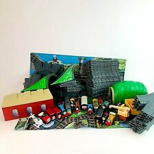 Vintage 1995 ERTL 63 piece track with tunnel station die-cast THOMAS 17 Trains