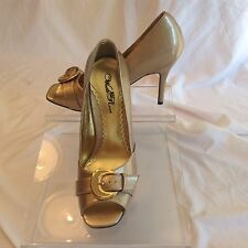 Wild Rose ladies synthetic taupe patent leather pep toe pumps in size 9 medium
