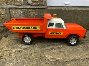 VINTAGE NYLINT FORD TIPPER TRUCK