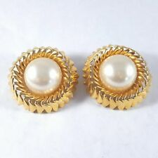 Sign CHANEL 23 MADE IN FRANCE Vintage Clip Earrings Pearl Sun Flower Gold Tn P47