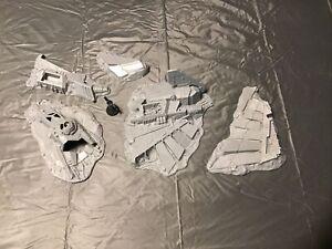 WH40K Battle for Macragge Aquila Lander Terrain With Pilot.