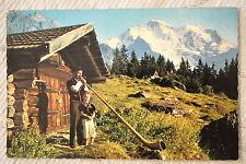 """CPM """" WENGEN - Joueur du cor des Alpes et son fils - Au fond, la Jungfrau"""