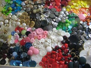 VINTAGE COLLECTIBLE MIXED SEWING BUTTON LOT - MOP RHINESTONE METAL + MORE