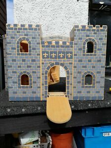 Melissa And Dough wooden Fold And Go Fort castle figures horses